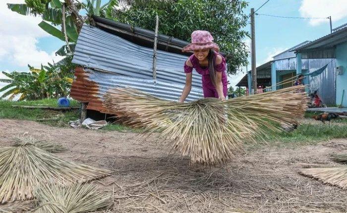 Làng nghề làm cỏ bàng thủ công của người khmer