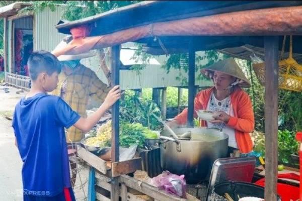 Bún cá ăn cùng trứng vịt lộn ở Búng Bình Thiên - kysudulich.com
