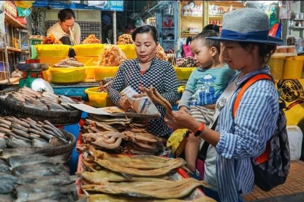 Chợ Châu Đốc chuyên đặc sản mắm vùng biên giới miền Tây