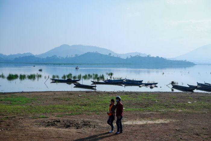 Cưỡi voi, chèo thuyền độc mộc trên hồ Lắk, hồ nước ngọt lớn nhất Tây Nguyên - kysudulich.com