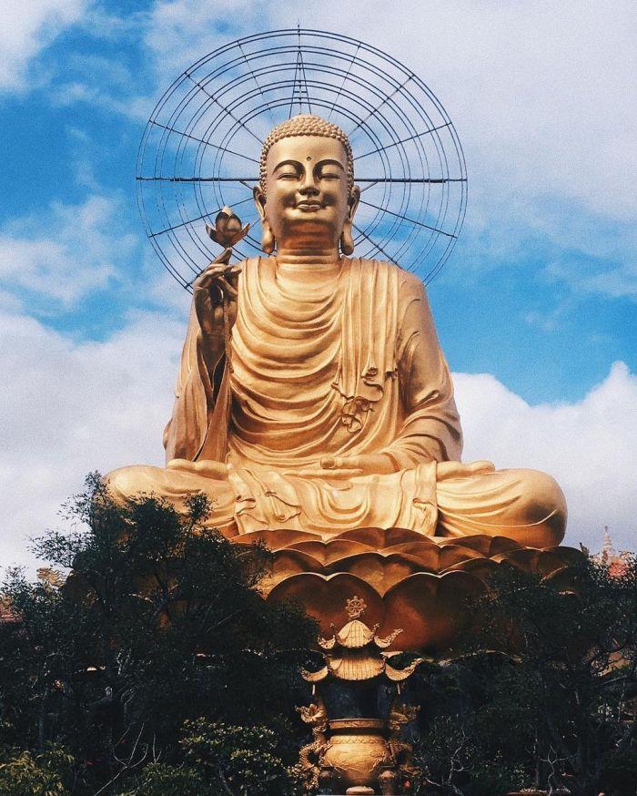 du-xuan-dau-nam-tai-nhung-ngoi-chua-dep-linh-thieng-o-da-lat-kysudulich.com-10