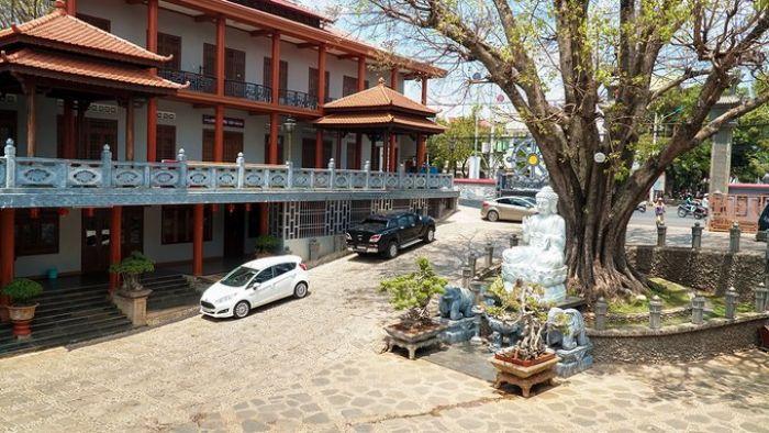 Ngôi chùa được ghép từ tên vợ chồng vua Khải Định - kysudulich.com