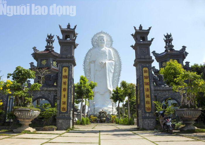 Về vùng biên An Phú chiêm ngưỡng ngôi chùa có tượng Phật cao nhất miền Tây - AGQT