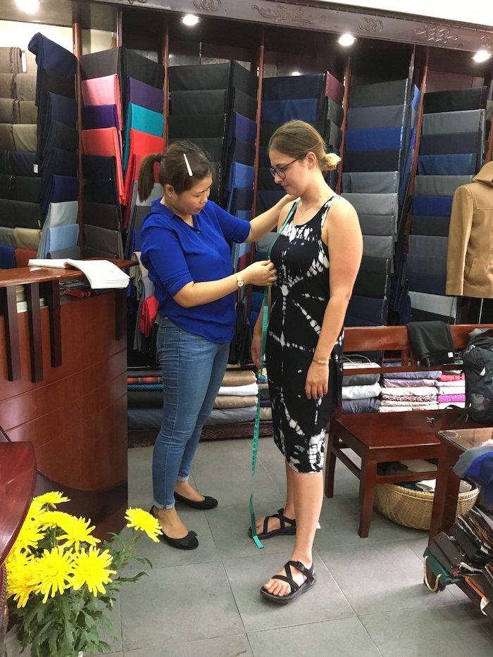 Địa chỉ may quần áo ở Hội An. Kinh nghiệm may quần áo ở Hội An: nên may gì, giá thành và địa chỉ cửa hàng.