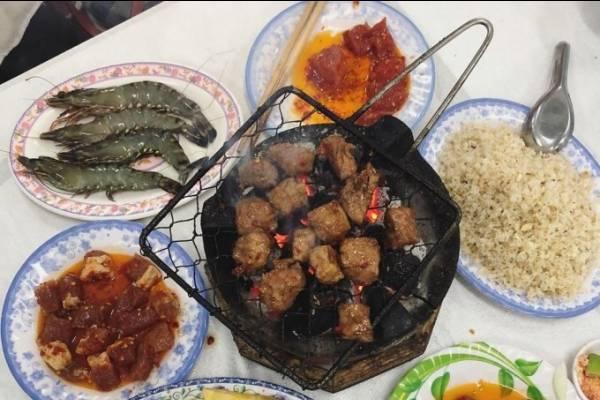 Quán bò nướng Lạc Cảnh hơn 40 tuổi ở Nha Trang