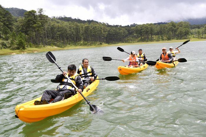 Tour Đà Lạt 1 ngày cực thú vị chèo Kayak và trekking đỉnh SamSon - kysudulich.com
