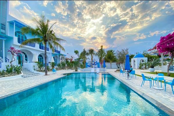 Hot rần rần thiên đường Santorini Villa Studio & Café xinh yêu ở Cam Ranh